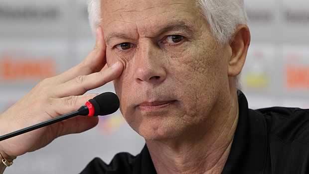 Técnico mais presente, Leão diz que Ceni merecia tratamento melhor da Seleção