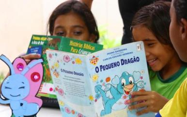 Programação especial em biblioteca incentiva a leitura infantil