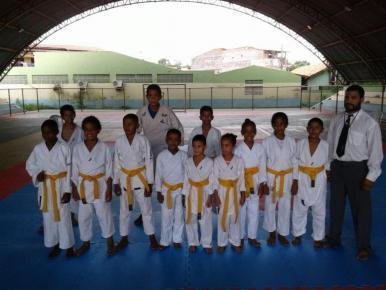 Alunos de escolinha da Acadepol participam de campeonato de karatê em Barreirinhas
