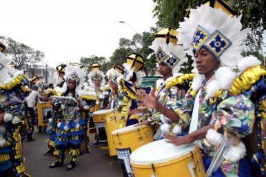Cortejo anima pré-carnaval no Centro Histórico de São Luís