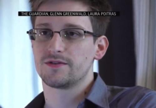 Snowden, espião terceirizado da NSA, consegue asilo na Rússia